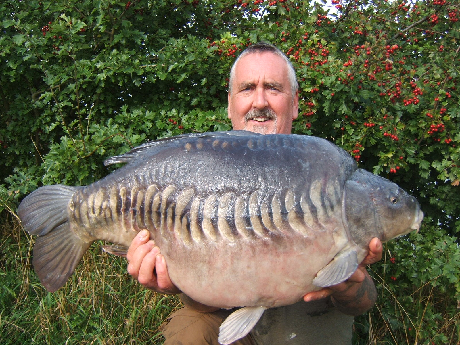 Stumpy the super carp makes his first appearence of the year!!
