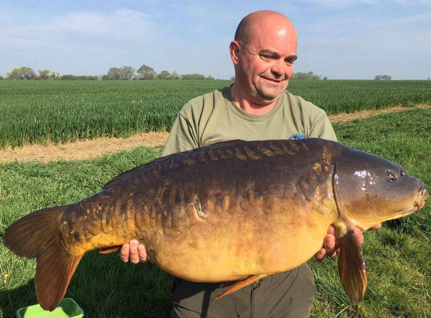 Syndicate leader Eddie Hollis with this lovely 33-08 mirror part of a 4 fish catch